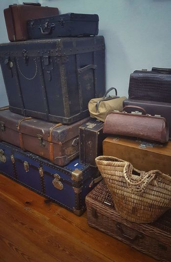 En avion , en tren o lo que sea..... https://youtu.be/oX0jcZQ16ew Leather Maletas Equipaje Baul Bagage Suitcase No People Packing Museo Casa Museo Picaso A Coruña