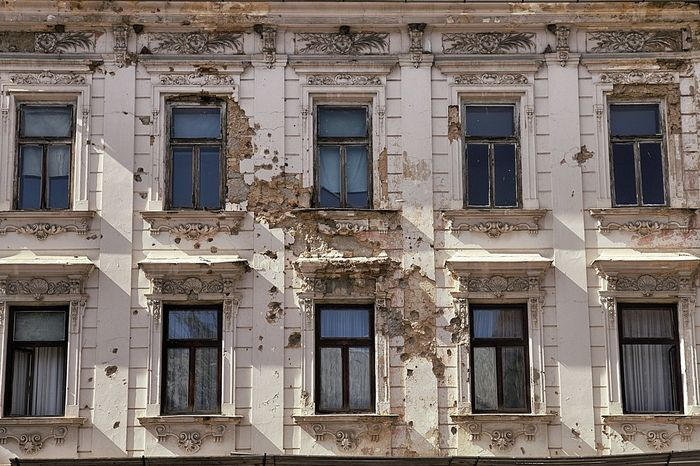 Balcan Area Balcani Bombing Building Exterior Cannonball Croatia Guerra Otocac