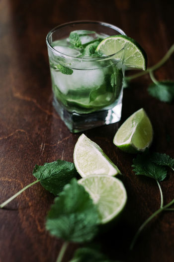 Mojito cocktail ingredients Coctails Drinks Food And Drink Freshness Limes Rom Wooden Table Alcohol Citrus Fruit Cocktail Drink Drinking Glass Food And Drink Freshness Green Color Leaf Lime Mint Leaf - Culinary Mint Leaves Mojito No People Refreshment SLICE Sour Taste