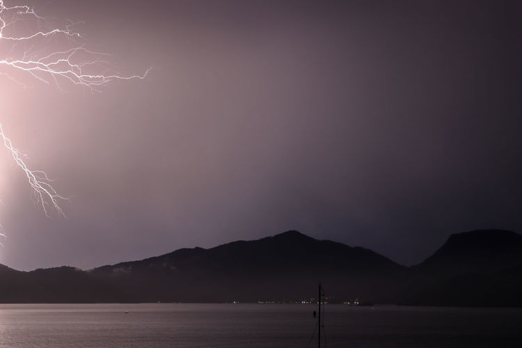 lighting storm Storm Cloud Rays Of Light Clouds And Sky Sea Brasil Night Summer Storm Nature Mountain Sky Scenics Idyllic Thunderstorm Lightning Cumulonimbus Storm Non-urban Scene Tranquil Scene Silhouette Horizon Over Water 17.62°