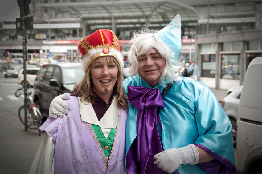 Carnival in Cologne, disguised couple Carnival Carnival Season Celebration Cologne Couple Crown Event Fairy King Makeup Rose Monday Alaaf Cape  Costume Joy Looking At Camera Loonies Posing Rhineland Role Reversal Smiling Sorceress Street Street Carnival Wig