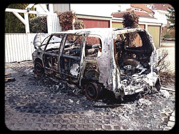 Und das nächste Opfer! Ab sofort wird nur noch in der Garage geparkt!!! Ghetto Abgebrannt Autowrack