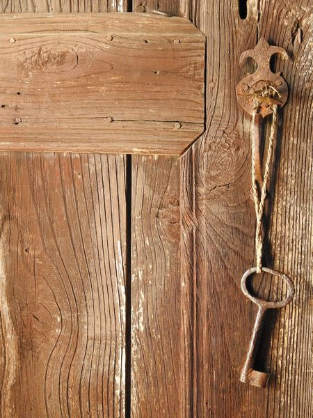 Old Door Old But Awesome Key Antique Old Things Indoors  Textured  Wood - Material No People Full Frame Metal Close-up Backgrounds Door Day Outdoors Urban Photography Abundance Lostplaces Turkey Türkiye Indoor Photography Eskilerden EyeEm Gallery Hello World