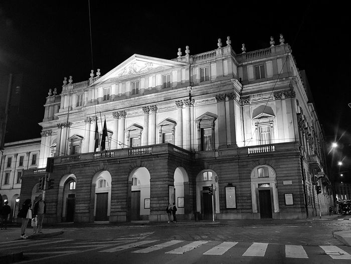 Architecture Urbanphotography Week On Eyeem EyeEm Selects Streetphotography Operahouse Blackandwhite Black And White Black & White City Illuminated Nightlife Arts Culture And Entertainment Politics And Government Film Industry Architecture Building Exterior Built Structure Sky Façade Historic Place Of Interest Historic Building