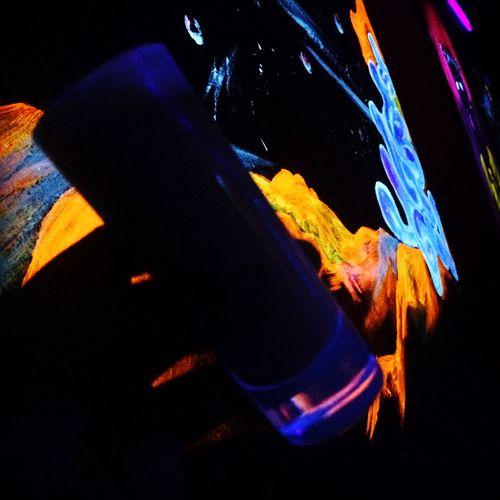Salud, por momentos improvisados cargados de energía positiva y buena vibra. Buena Vibra Night Lights Night Out Neon Lights Shots Drink Lulu Photo Santo Domingo Dominican Republic Republicadominicana City Life