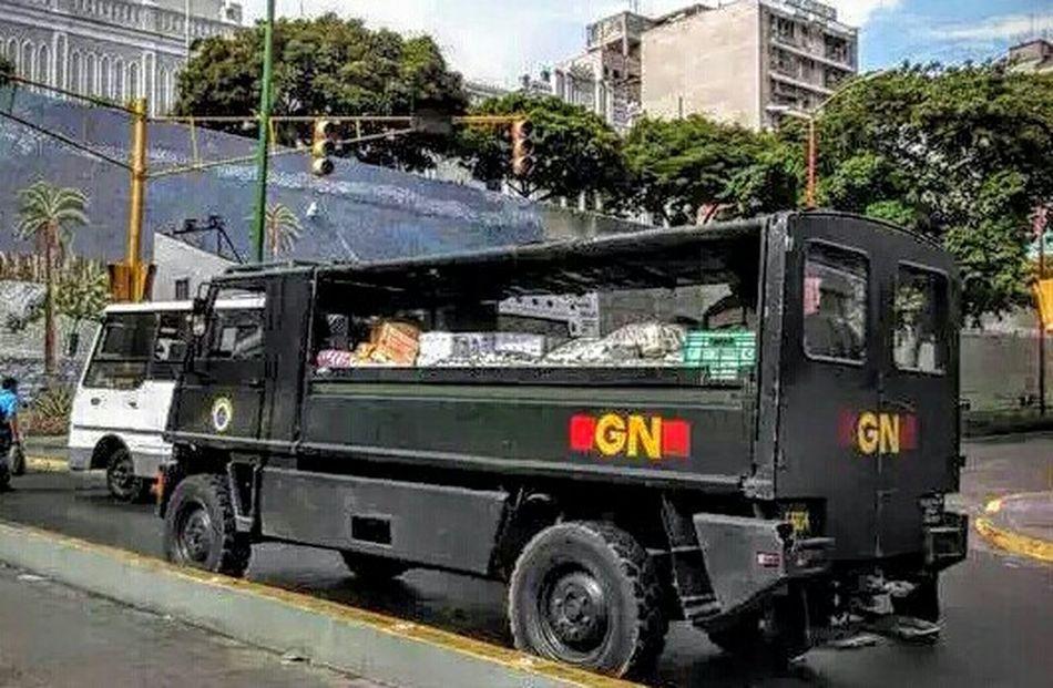 Ahí llevan la comida del pueblo... 20AG Taking Photos Venezuelaunida VenezuelaMuereTuCallas Woiworld_resto LosVenezolanosPuedenVivirMejor