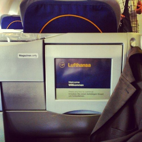Finally a happy end. Made it to a Lufthansa_DE flight to NYC. Frequencies by HTC, here I come! #Freqs Freqs