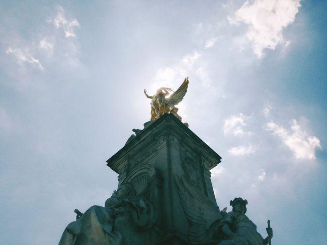 Gold Staue  London Buckingham Palace Sun