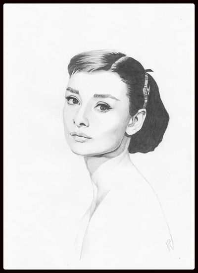 Audrey Hepburn pencil portrait Check This Out Portrait Art Relaxing