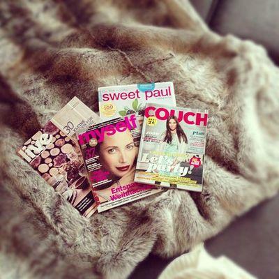Jetzt: mit einer heißen Tasse Tee aufs Sofa kuscheln und Magazine lesen.