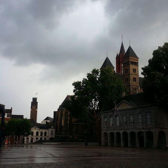Maastricht vrijthof Taking Photos Fotofantast City rainclouds