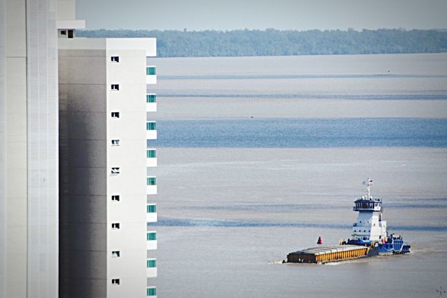 Balsa e a cidade Boat Carga Rio River Ferry Nikon City 300mm D5300