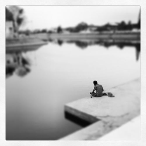 Alone Close-up Day Focus On Foreground Humen Lifestyles Nature Outdoors Sad Selective Focus Sky Surin Thailand Tranquil Scene Tranquility Water