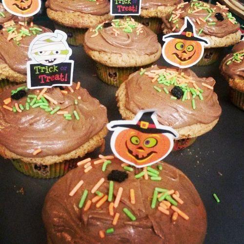 Cute Halloween cupcakes!! Yummyinmytummy Notricksjusttreats