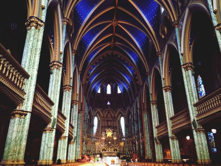 天井が星模様でとても可愛い教会でした 教会