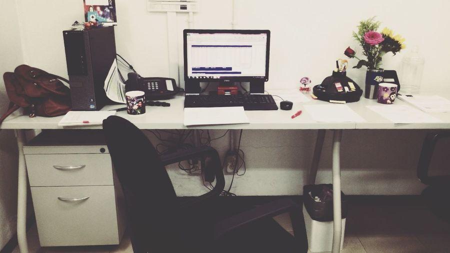 Mi lugar de trabajo tiene un toque a ti Conejito Enamorada ♥.♥ Amor ♥ gracias por mis flores.