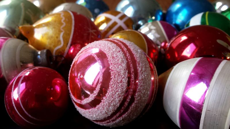 Geometric Shapes Baubles Vintage Vintage Baubles Vintage Decor Vintage Christmas Vintage Christmas Decorations Learn & Shoot: Simplicity Studio Shot Product Photography Composition Table Colourful Shiny Eyeem Christmas Christmas Time Christmas Baubles Christmas Decorations Reflection Pink Eye4photography  Interior Decor Cool Blue Showcase: November
