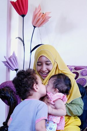 Malaysian-Egyptian familyRePicture Motherhood Cousins  Kiss Love Laughter Sisters Muslimahtoday Colourful Family Bondingtime