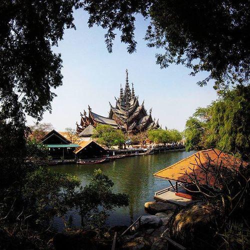 Thesanctuaryoftruth Pattaya Этот храм, пожалуй самое крутое что мне удалось повидать здесь... Он строится только из дерева вот уже 30 лет, без единого металического гвоздя.