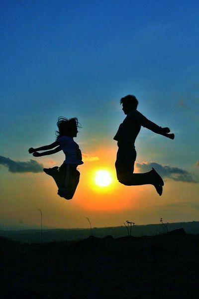 Jump 2. Infinity Enjoying Life Silhouette Di21