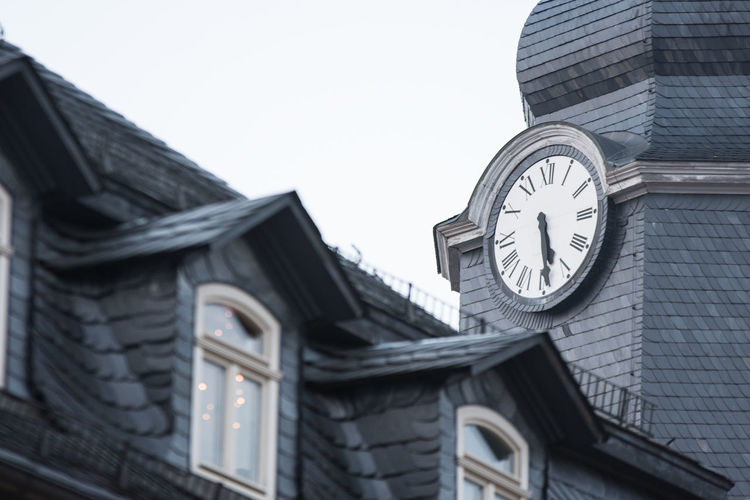 Building Exterior Built Structure Architecture Building Low Angle View Clock No People Sky Time Roof Day Window City Outdoors Clear Sky Religion Belief Place Of Worship Spirituality Nature Roof Tile Clock Face Ilmenau