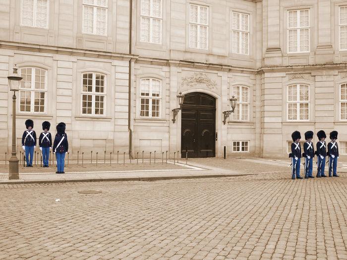 2010 Amalienborg Amalienborg Slot Architecture Copenhagen Denmark Guards Men People Royalpalace アマリエンボー宮殿 コペンハーゲン デンマーク 衛兵