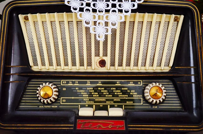 Photographic Memory the old radio reminds me off the good old days with my whole family, with grandfather and grandmother. EyeEm Best Shots EyeEmBestPics Eye4photography  EyeEm Gallery Taking Photos Old Things Vintage Retro Dantel Radio My Best Photo 2015
