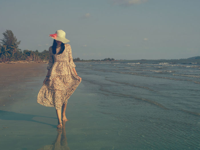 This summer, let's go to the sea. Water Land Nature Sea Beach Full Length Animal Wildlife One Animal Animals In The Wild Sky Animal Animal Themes Bird Beauty In Nature Day Scenics - Nature No People Vertebrate Waterfront Outdoors