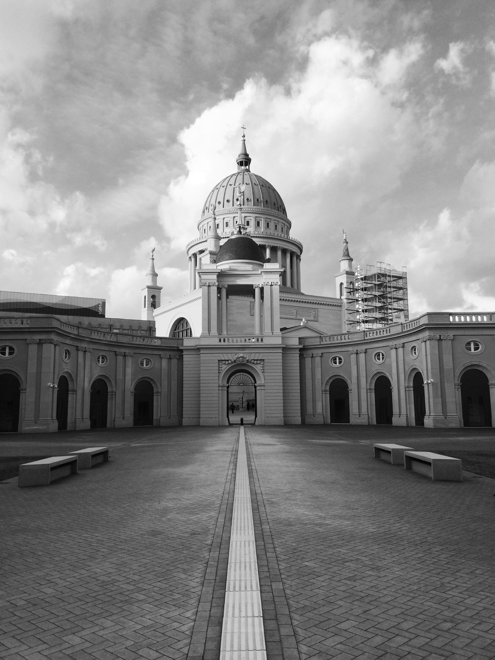 architecture, built structure, building exterior, dome, place of worship, religion, sky, church, spirituality, arch, cathedral, famous place, travel destinations, facade, cloud - sky, history, travel, tourism
