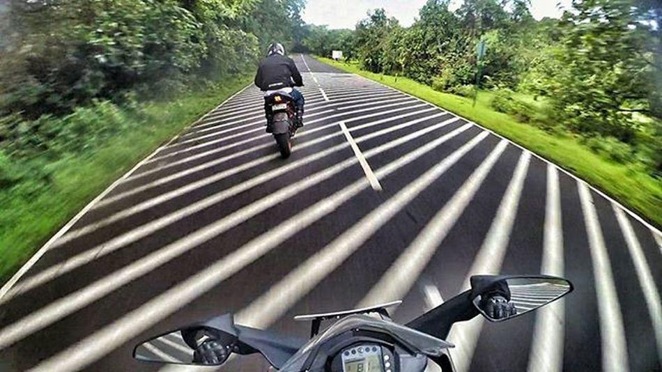 Trippy scenes... Ktm Ktmrc390 Ktmindia RC390 Readytorace MotorcycleDiaries Bikersofinstagram @ktm_india @ktmrcofficial @ktmworld.8 @kaatoom @iamabikerdotcom @ktm_avmotors @ktm.world Ambyvalley Lonavala Travel Travelingram Instatravel Roads Green Nature Maharashtra Bikerlife Xiaomiyicamera Yicamera Actioncamera Sportscamera Adventure