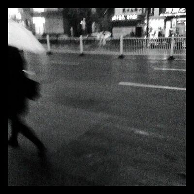 escape Night Hangzhou Raining Street China slowshutter blackwhite b&w