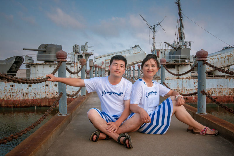 Friendship City Portrait Teamwork Togetherness Men Human Hand Couple - Relationship Young Women Looking At Camera
