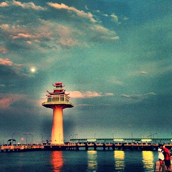 ประภาคารยามเย็น Lighthouse Evening Dusk Sky Moon SICHANGISLAND Igoftheday Thailand Instagood Instadaily Igers