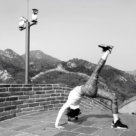 Badaling Beijing, China Greatwallofchina Greatwall Wheel Pose Adidasnmd Adidas AdidasNMDColourways Yoga Pose Yoga Outdoors Beijing BEIJING北京CHINA中国BEAUTY