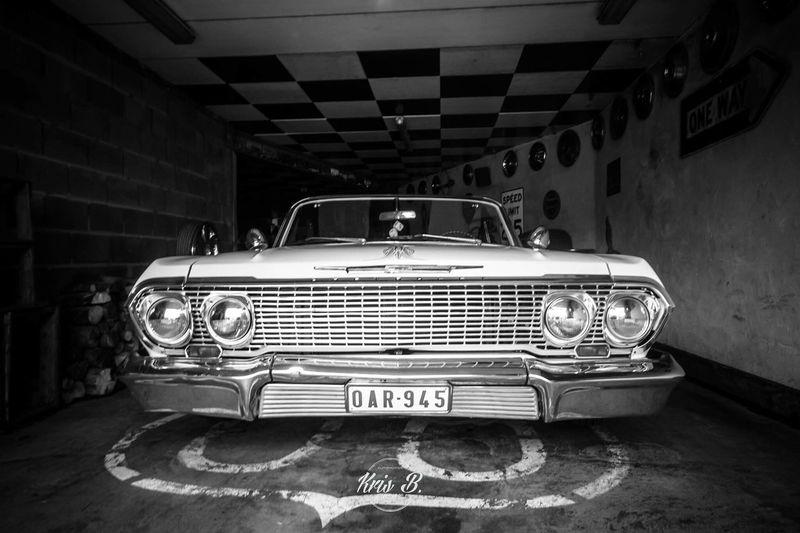 Chevrolet Impala Lowrider Garage Scène Automotive Photography Blackandwhite