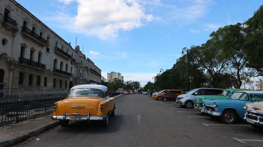 Cars Colonial Style Cuba Exterior Habana Habana Cuba  Habana Vieja Havana Havana, Cuba Colonial Cuban Cars Mode Of Transportation Transportation Машины автомобили гавана колониальный стиль куба кубинские автомобили кубинские машины старая гавана