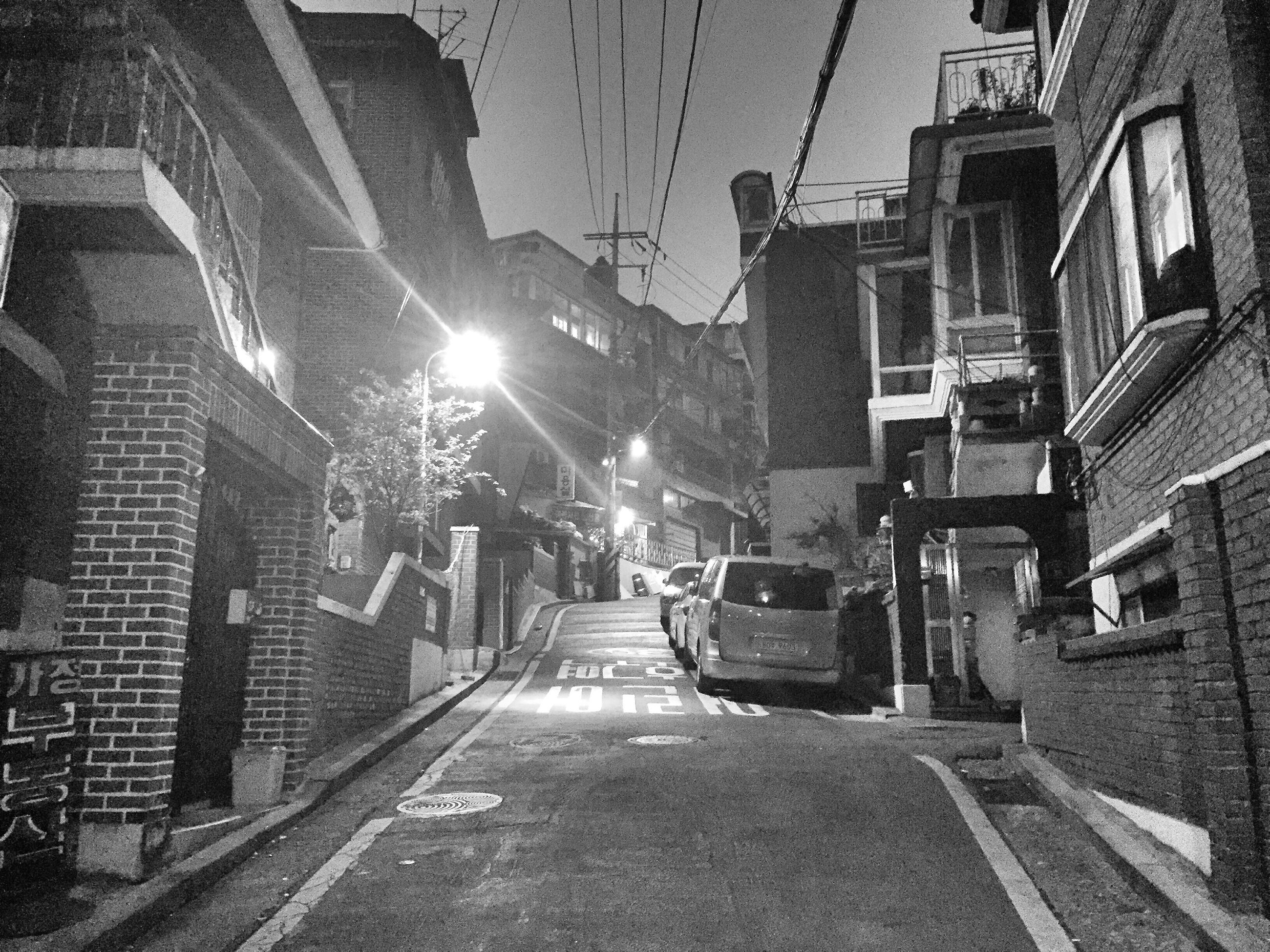 building exterior, architecture, built structure, the way forward, street, city, transportation, residential building, residential structure, diminishing perspective, car, road, building, vanishing point, land vehicle, city street, city life, mode of transport, sky, street light