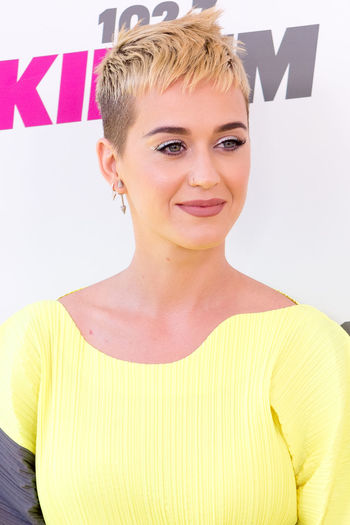 California Carson Event KIIS FM Katy Perry Los Angeles, California Los Ángeles Standing Portrait Red Carpet Smiling
