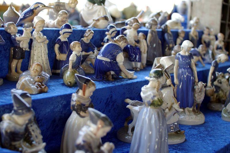 Antiques Market Antiques Art And Craft Blue Blue Color Ceramics Cute Dof Dolls Flea Markets Outdoors Pastel Colors Pastel Power Pentax K-5 Porcelain  Porcelain Statuettes Sigma 30mm/1.4 Statuettes Blue Wave