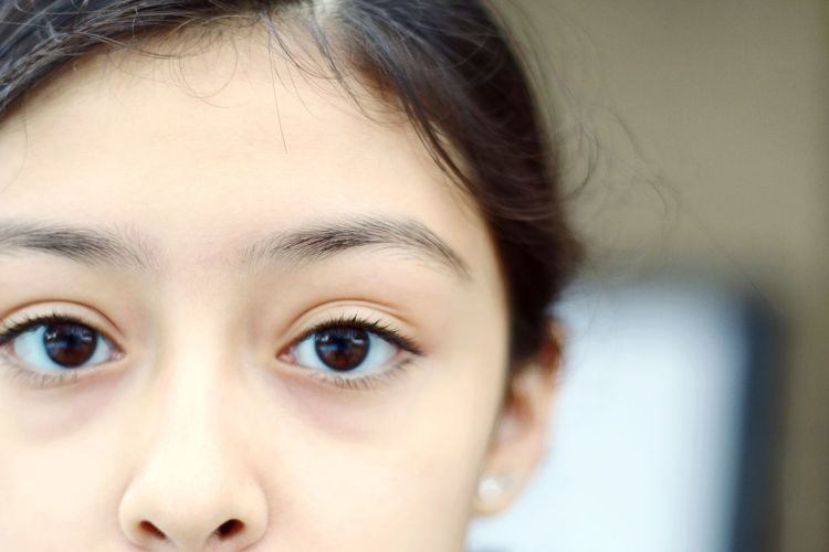 Tranquil Scene Quiet Moments Innocent Sleepy Little Girl Child Childhood Sleep Deprived Eye Bags Eyes Tired Concerned Confused Hanging Out Outdoors Mysterious Freshness Detail Journey Girl Human Face Light Up-Close Natural