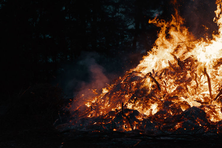 BONFIRE Fire Bonfire Bonfire Night Heat - Temperature Burning Fire - Natural Phenomenon Flame Nature Night Smoke - Physical Structure Sign Communication Warning Sign Glowing Accidents And Disasters No People Environment Motion Environmental Issues Land Orange Color Dark Power In Nature Pollution Inferno