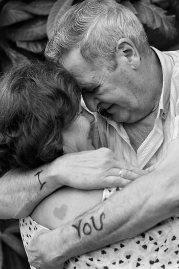 only 44 years, time flies with you Old Married AbrazosInolvidables Abrazo Contigo Siempre Juntosporsiempre Juntos Juntosinvencibles Love ♥ Maried Life Together Forever Lovely Maried Determination Be Courageous Human Hand Women Close-up