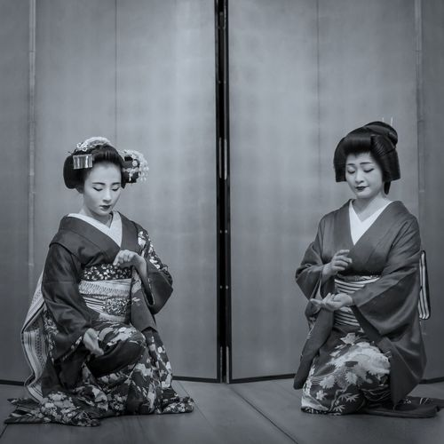 Photographic Memory : Gionkobu district Maiko & Geiko Kyo-mai dance, Gionkobu Kaburenjo theater Gion Kyoto. GX8 LEICA D SUMMILUX 50mm + Lightroom for iPad. de Good Night Capture The Moment ふたり Kyoto Photography Stagephotography Panasonic GX8 LEICA D SUMMILUX 25mm 祇園甲部 舞妓 芸妓 Kyo-mai ( 京舞 ) Woman Portrait Black And White Stage - Performance Space Portrait Real People Traditional Clothing Women Clothing Indoors  Sitting Togetherness