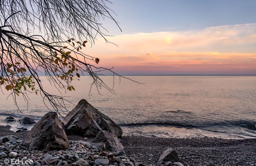 Sunset tonight Sunrise_sunsets_aroundworld Landscape_Collection Streamzoofamily Beauty In Nature Lake Superior Malephotographerofthemonth Sky Sunset Sea Water Horizon Over Water Beauty In Nature Scenics - Nature