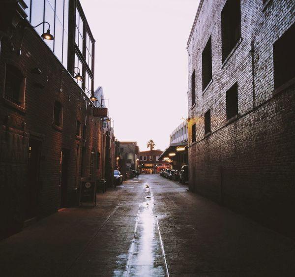The alleyways of Old Pasadena Vanishing Point Pasadena  Street Photography Vscocali Cityscapes