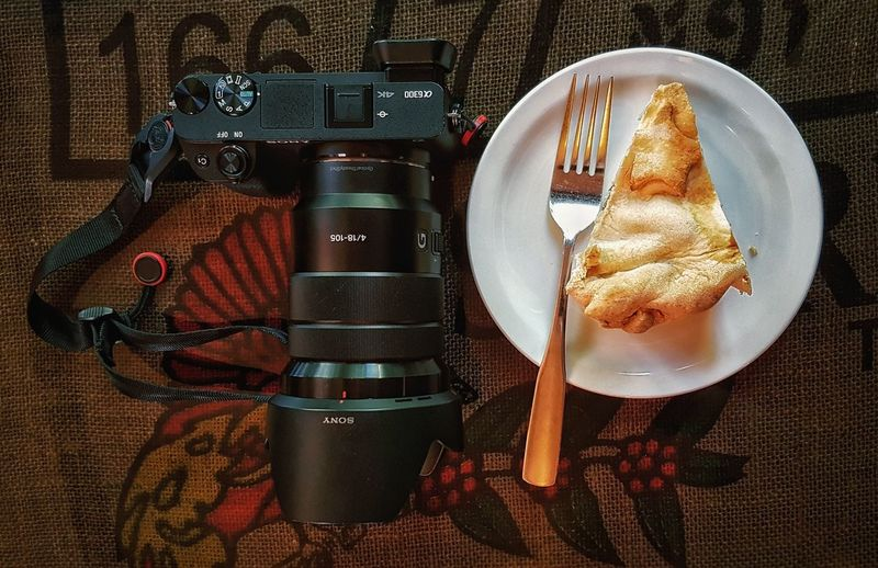 The photographer essential kit (on the right 👉) Still Life Table Directly Above Plate High Angle View Indoors  Food Food And Drink Close-up Ready-to-eat Freshness Photography Sony A6300 18-105mm Samsungphotography EyeEnOnInstagram No People Leisure Activity Photographer Having Fun Apple Pie Sweet Sweet Food Sweet Tooth Day