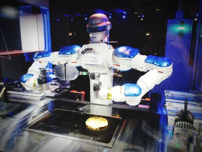 Robot making OKONOMIYAKI. HUISTENBOSCH Robot Restaurant Okonomiyaki:) Illuminated