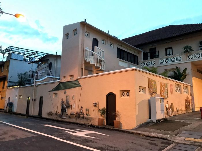 Everton Road... Singaporestreetphotography Smartphonephotography Mobilephotography Iphonephotography Architecturephotography Evening IPhone7Plus Architecture Street Art