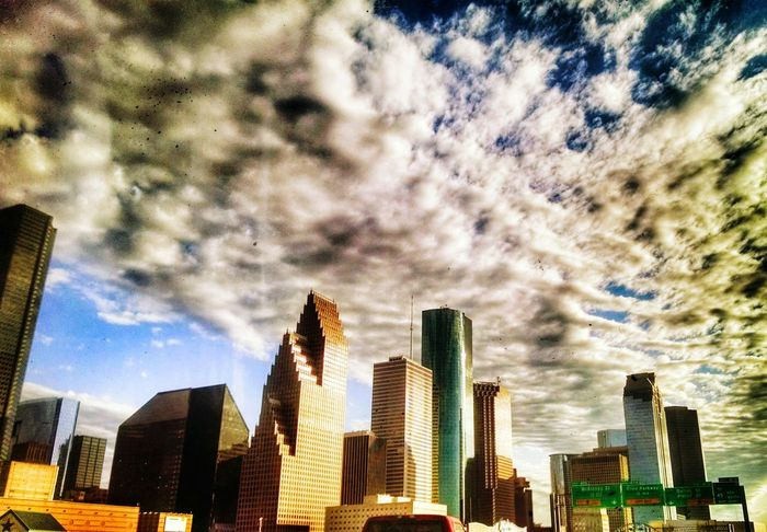 I love my city. . .a place of endless possibilities. Houston Mytown Texas Skies Lovethistimeofyear Miciudad