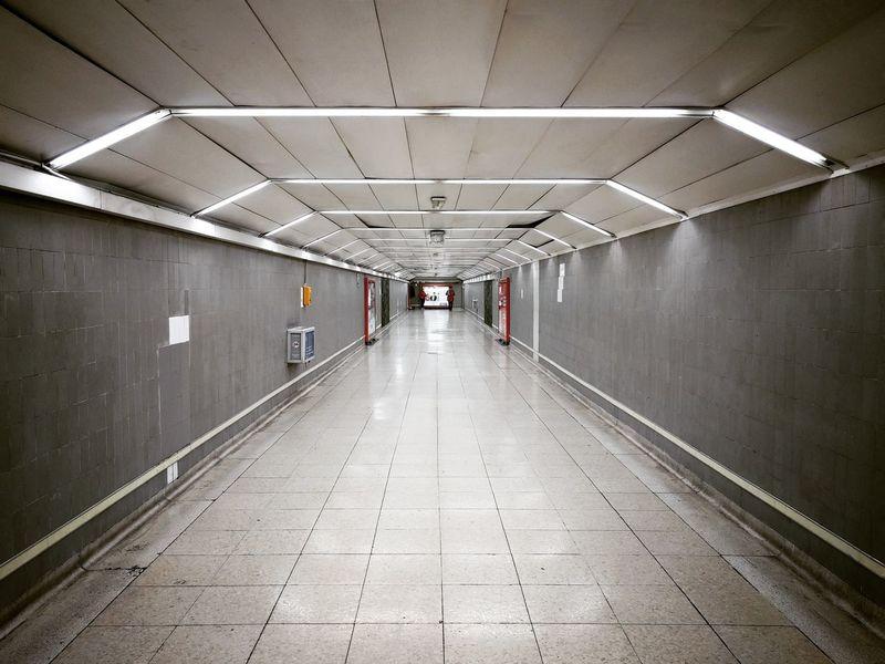 Bajo el suelo de Madrid ⏺️ Madrid's underground Madrid España SPAIN Metro Subway Underground Picoftheday Punto De Fuga Vanishing Point Perspectiva Perspective Visitspain